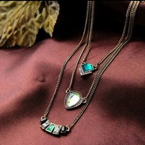 Green stone layered vintage look necklace